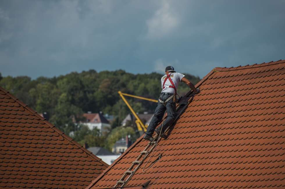 roofing contractor in Vancouver WA climbing on roof
